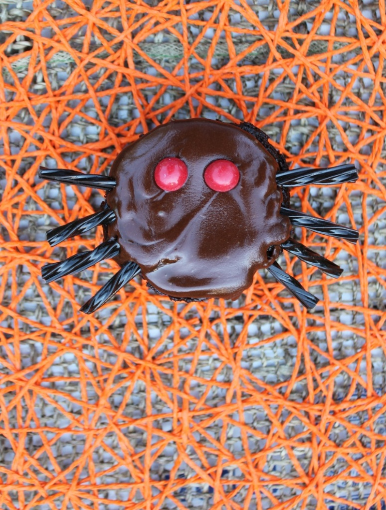Gut-sy Chocolate Spider Cupcakes | The Lazy Vegan Baker